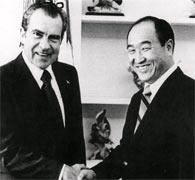 life_bio_Nixon_Moon